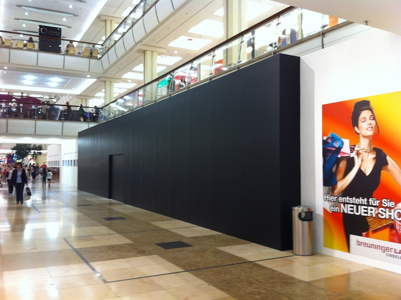 apple store stuttgart schaufenster schwarz verh ngt macerkopf. Black Bedroom Furniture Sets. Home Design Ideas
