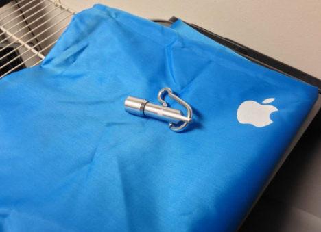 Apple Geschenk Tasche und Minileuchte