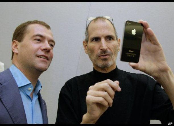 Medvedev-Jobs-iPhone-4