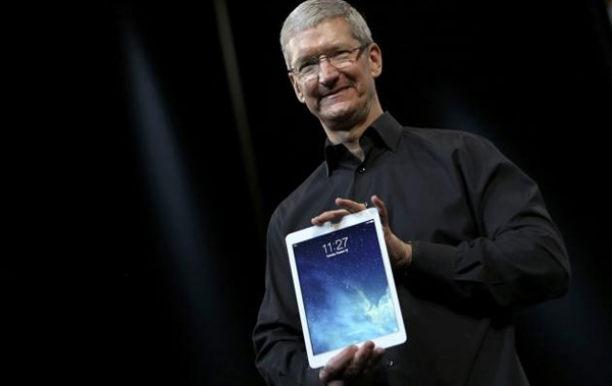 Tim-Cook-iPad