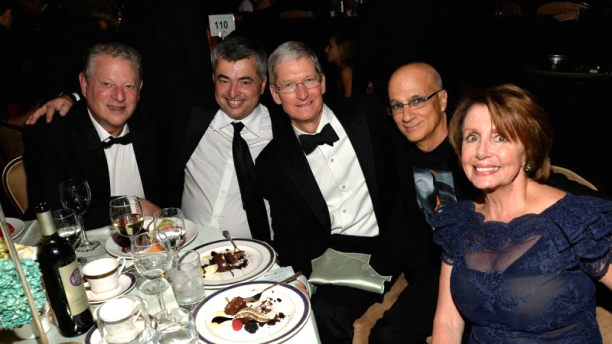 tim-cook-eddy-cue-grammy