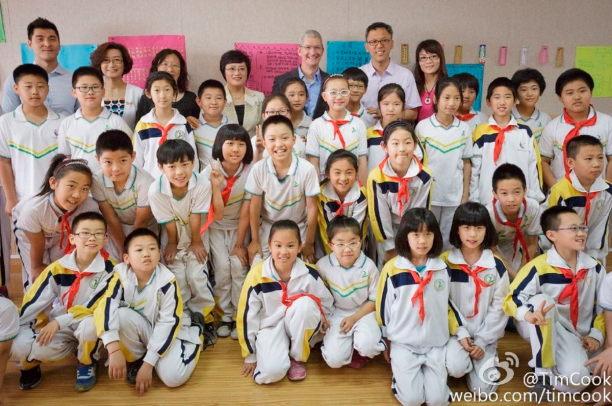 tim-cook-china-tour-04