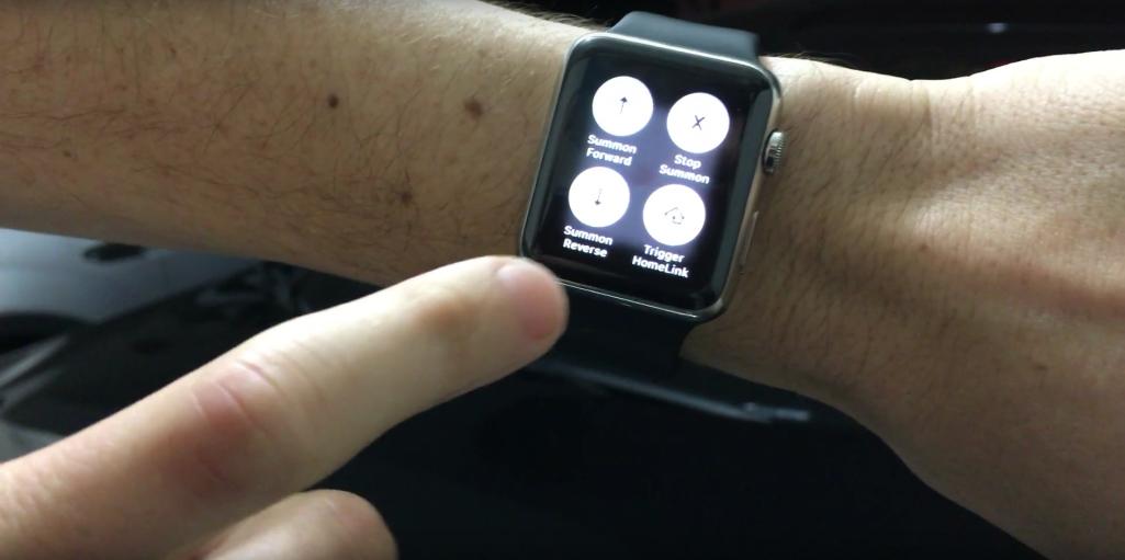 tesla s mit der apple watch und siri das auto steuern video macerkopf. Black Bedroom Furniture Sets. Home Design Ideas