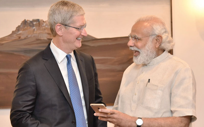 timcook_pmmodi_big