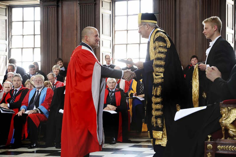 jony-ive-honorary-degree-800x533