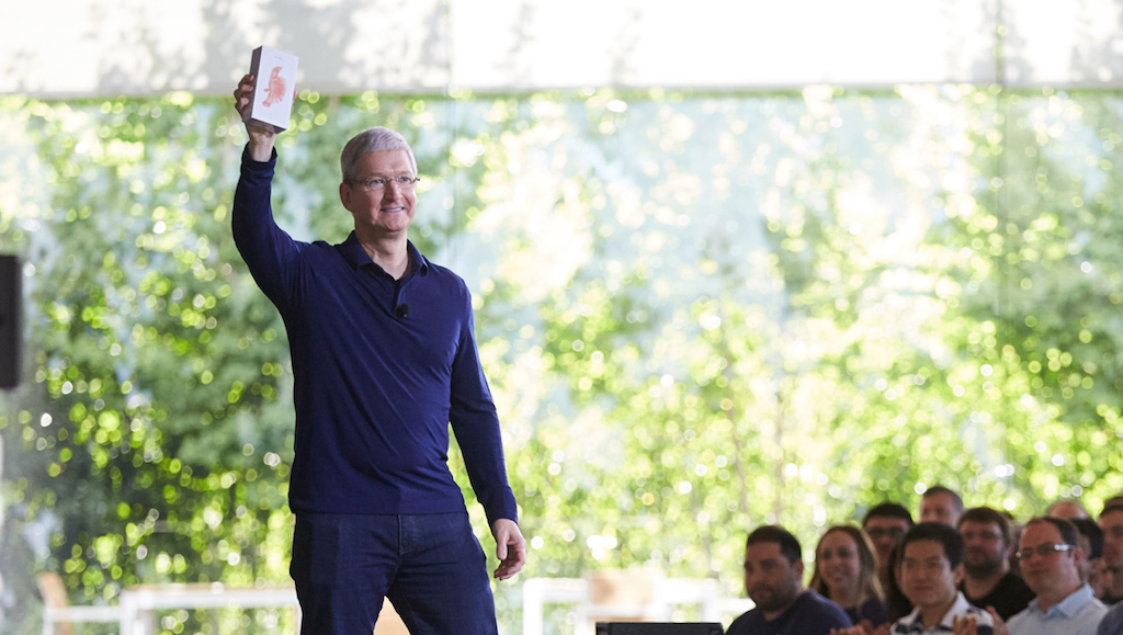 tim_cook_iphone_milliarde