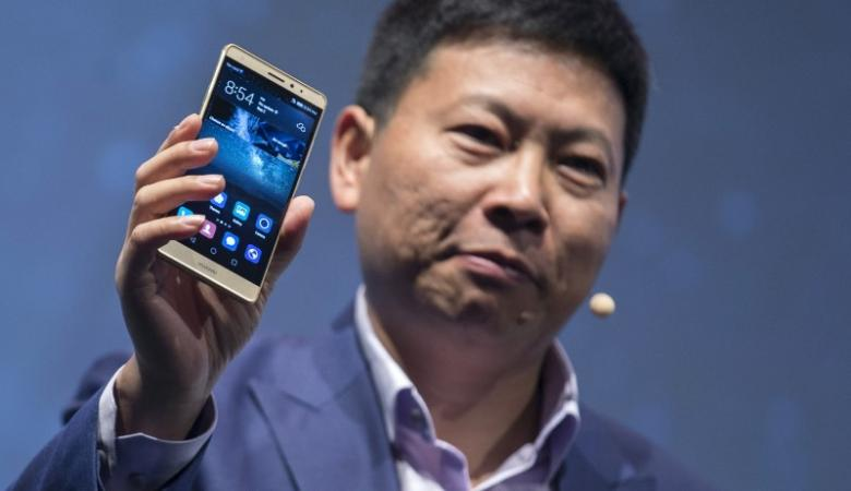 Huawei CEO Richard Yu presents Huawei's new smartphone, the Mate S, ahead the of the IFA Electronics show in Berlin, Germany, September 2, 2015. REUTERS/Hannibal Hanschke