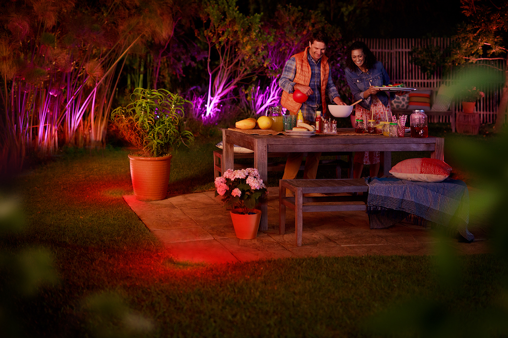 philips hue outdoor lampen lily calla lucca tuar und turaco k nnen ab sofort vorbestellt. Black Bedroom Furniture Sets. Home Design Ideas