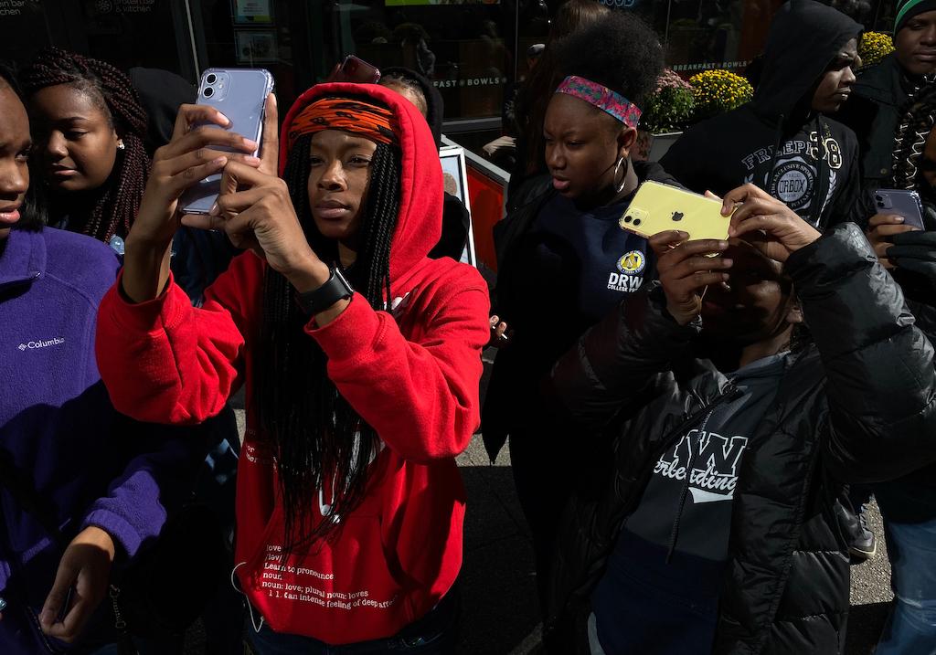 Apple kooperiert mit 100cameras: Studenten wird iPhone-Fotografie näher gebracht › Macerkopf